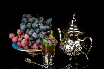 Mint tea and grapes