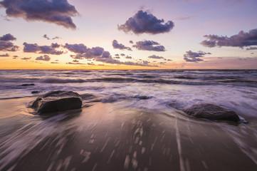 zachód słońca nad bałtycką plażą