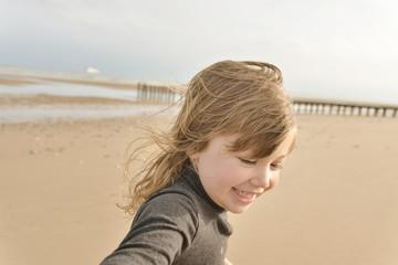 enfant faisant un selfie