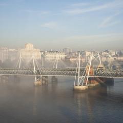 Wall Mural - Heavy fog hits London