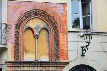 Strange mullioned window.