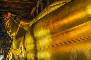 thai buddha statue at wat pho temple