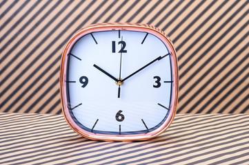 置時計 縞模様の背景