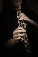 Papiers peints Musique Oboe hands musical instrument