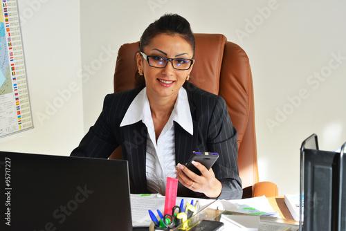 Фото бизнес-леди на работе — 3