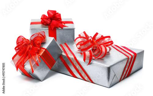 silberne geschenke mit pfiffigen roten schleifen. Black Bedroom Furniture Sets. Home Design Ideas