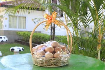 Gift eggs .