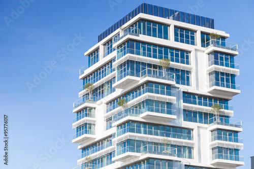 modernes hochhaus wohnung in berlin stockfotos und lizenzfreie bilder auf bild. Black Bedroom Furniture Sets. Home Design Ideas