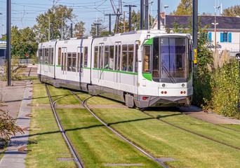 Tramway électrique sur gazon