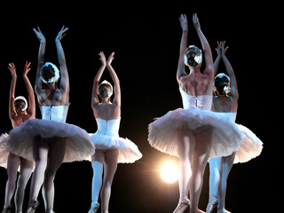 Estores personalizados con tu foto Ballet dancers on stage performing Swan Lake