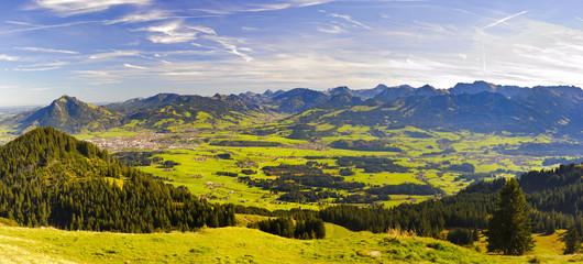Wall Mural - Panorama Landschaft in Bayern mit Berge