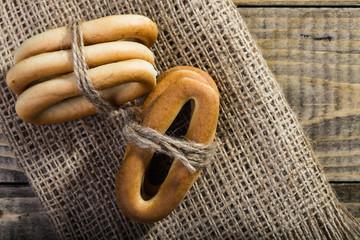 Hard cracknels bind with string