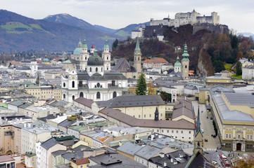 Wall Mural - Stadt Salzburg in Österreich mit Festung