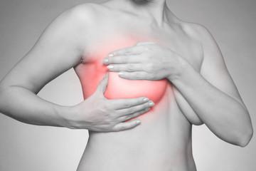 Brustschmerzen - Schwarzweiß mit roter Markierung