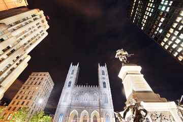 Fototapete - Old Montreal at night