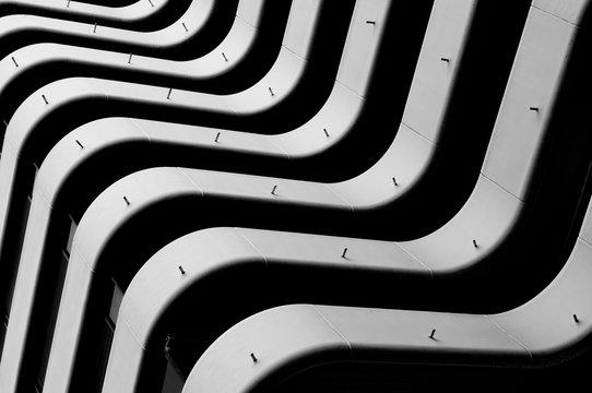 Zebra zèbre zebré immeuble et balcon à bordeaux mériadeck france architecture année 1970 immobilier france europe. Building and balcony real estate.