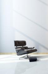 Modern black maximum comfort recliner