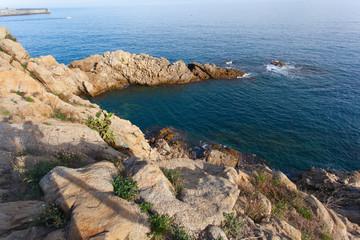 Скала La roca de Sa Palomera - символ курорта Коста-Брава. Бланес, Каталония, Испания