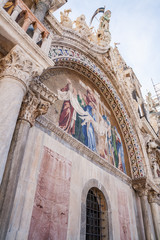 Dettagli dell'esterno della Basilica di San Marco, Venezia, Veneto, Italia