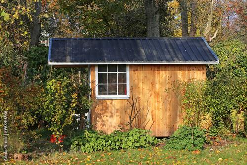 gartenhaus mit blechdach stockfotos und lizenzfreie bilder auf bild 96340286. Black Bedroom Furniture Sets. Home Design Ideas