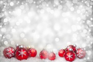 Weihnachtshintergrund mit roten Kugeln