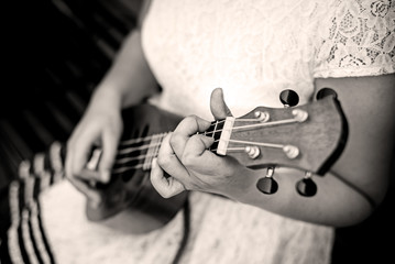 girl hand playing ukulele