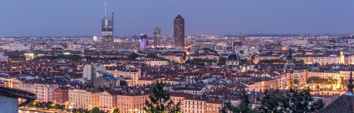 Lyon, panorama nocturne de la ville