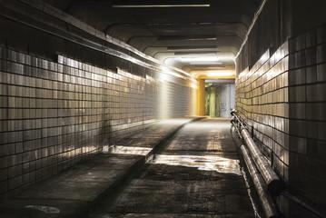 Papiers peints Tunnel Empty dark tunnel at night