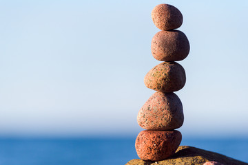 Balancing of round stones
