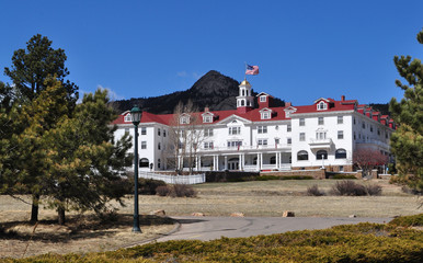 Historic Stanley Hotel in Estes Park, CO. is a popular tourist destination. Fotomurales