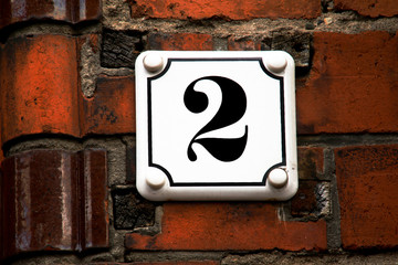 Hausnummer zwei