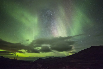 Polarlichter (aurora polaris) über Norwegischen Bergen