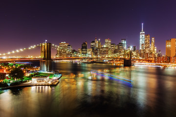 Skyline von Lower Manhattan, New York City, bei Nacht