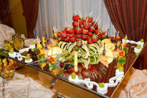 Buffet Di Dolci E Frutta : Buffet di compleanno estivo a base di frutta