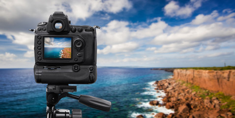 Reflex Camera on tripod over a cliff, performing a long exposure