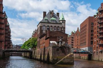 Гамбург: прогулка по каналам и порт