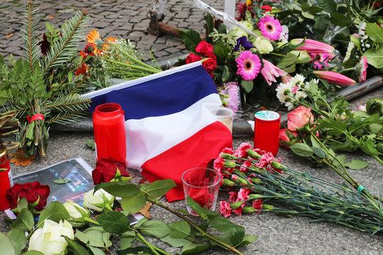hommage aux victimes françaises