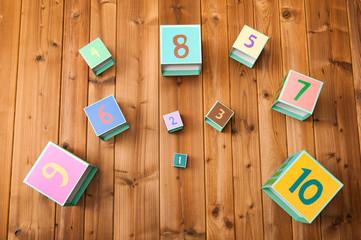 数字の描かれたブロック