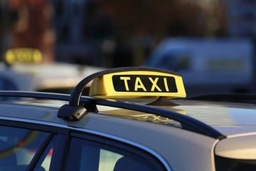 Taxi-Dachschilder_2015