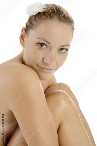 Spa wellness frau  Frau erholt und entspannt nackt bei Wellness, Spa und Körperpflege ...