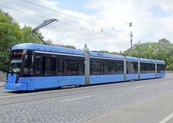Трамвай на улице Мюнхена (Германия)