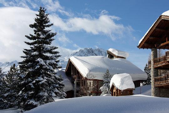 Chalets sous la neige à Val d'Isère en Savoie, France