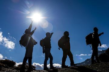 dağlarda macera için yürüyüş
