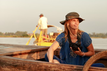 woman on a boat-irrawaddy