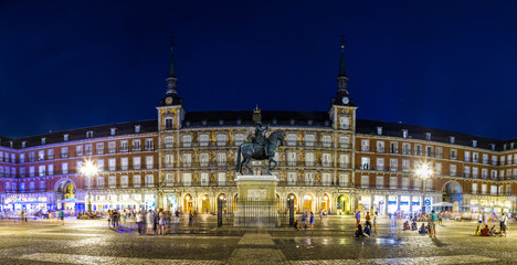 Fototapete - Statue of Philip III at Mayor plaza in Madrid