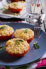 Tomatoes with crunchy sprinkles