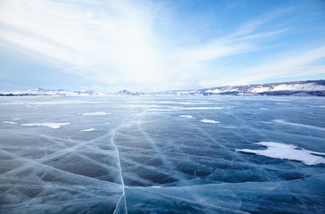 Foto op Plexiglas Meer / Vijver Winter ice landscape on lake Baikal with dramatic weather clouds