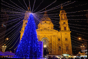 Christmas market in front of St. Steven Cathedral, Budapest, Hun
