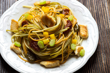 Spaghetti with chicken and vegetables