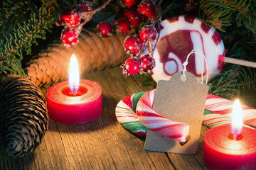 Blanko Weihnachtskärtchen mit Weihnachtsdekoration